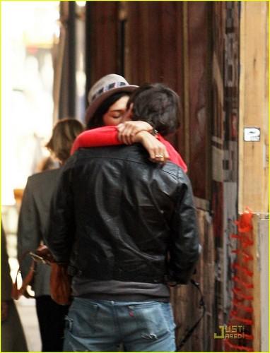 ed jess kiss