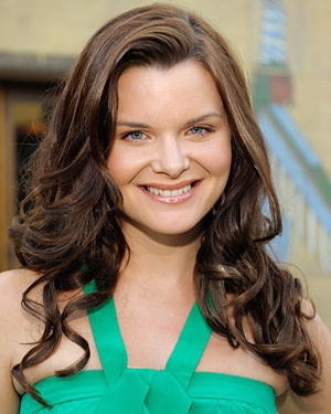 the 1rst Victoria Newman played 由 Heather Tom