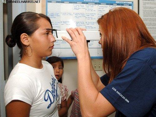 08.25.06 - Danneel volunteers at The Gift of Sight Clinic (LA) <3