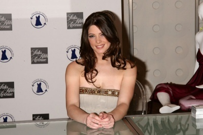http://images2.fanpop.com/images/photos/5000000/Ashley-Greene-alice-cullen-5021194-400-266.jpg