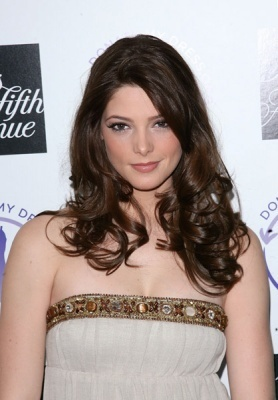 http://images2.fanpop.com/images/photos/5000000/Ashley-Greene-alice-cullen-5021200-278-400.jpg