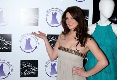 http://images2.fanpop.com/images/photos/5000000/Ashley-Greene-alice-cullen-5021208-400-272.jpg