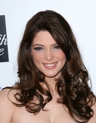 http://images2.fanpop.com/images/photos/5000000/Ashley-Greene-alice-cullen-5021226-313-400.jpg