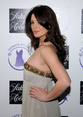 http://images2.fanpop.com/images/photos/5000000/Ashley-Greene-alice-cullen-5021373-284-400.jpg