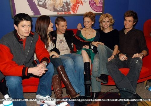 Chad and Hilarie Hintergrund possibly containing bare legs, a hip boot, and a drawing room called Chil! <3