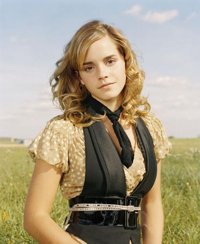 Emma Watson achtergrond entitled Emma Watson