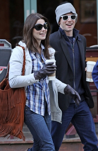 http://images2.fanpop.com/images/photos/5000000/J-A-jackson-rathbone-and-ashley-greene-5007315-325-500.jpg