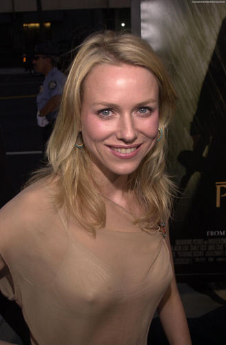 Naomi @ Road to Perdition Premiere at Los Angeles July 10, 2002