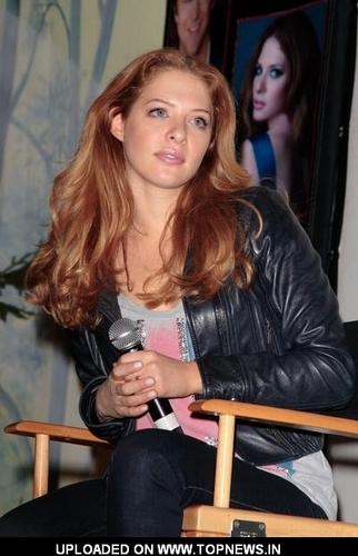 Rachelle Lefevre in 2009