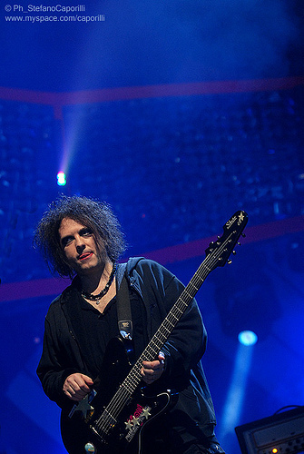 Robert Smith wallpaper containing a guitarist and a concert titled Robert in Mtv CocaCola Live in Rome 2008