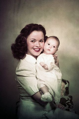 Shirley Temple wallpaper with skin titled Shirley Temple with her Daughter Lori