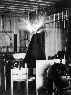 Tesla Coil Shooting Sparks