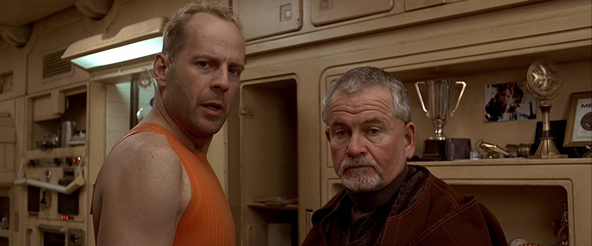 fifth element film analysis My comfort in the fifth element comes from this active viewership i've been asked to, and allowed to, explore dallas's apartment and all of the other locations within the film i've gotten to know each character by their dress and manner, and not simply told what to look at.