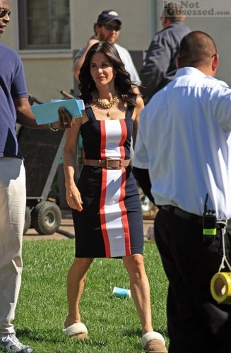 Courteney On The Set OF Cougar Town