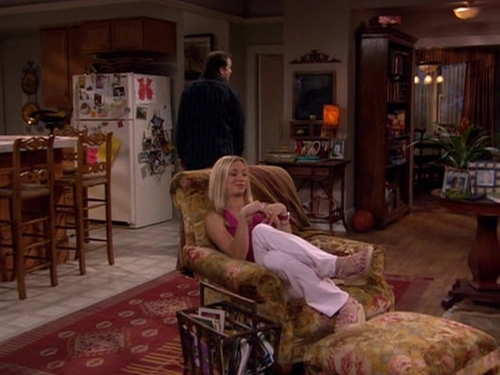 Kaley in '8 Simple Rules' - kaley-cuoco Screencap