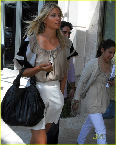 Maria Sharapova achtergrond containing a hip boot called Maria Sharapova