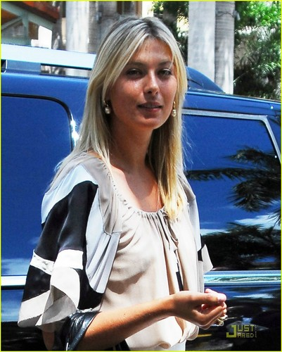 Maria Sharapova kertas dinding with an automobile called Maria Sharapova