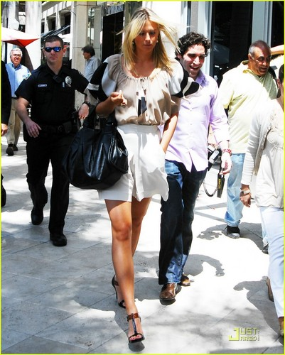 Maria Sharapova kertas dinding possibly containing bare legs, a hip boot, and a business suit entitled Maria Sharapova