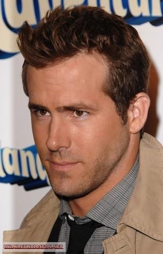 Ryan At Premiere Of Adventureland :)