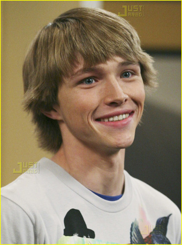 스털링 나이트 바탕화면 probably with a jersey and a portrait entitled Sterling Knight
