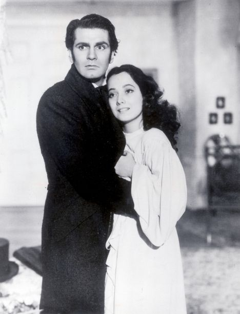 catherine and heathcliff relationship in wuthering heights Later on, hindley came to inherit wuthering heights and threw heathcliff out because they did not get along this did not stop heathcliff and catherine from seeing each other catherine and heathcliff's relationship was reciprocal love, a love not merely sexual or romantic, but metaphysical (beversluis par2).