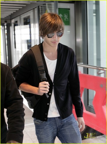 Zac Leaving Londra