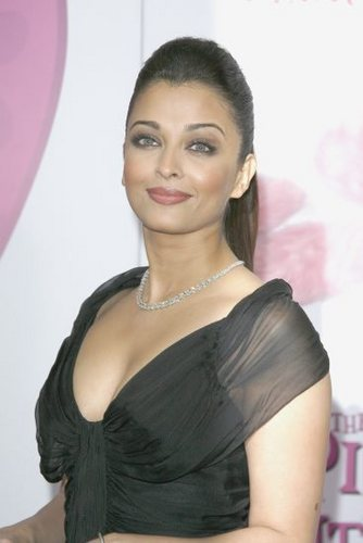 Bollywood wallpaper containing a portrait entitled Aish<3