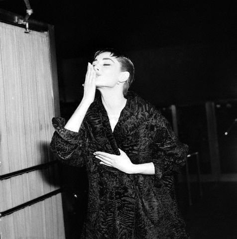 Audrey at the Oscars - audrey-hepburn Photo