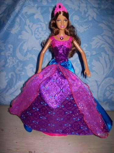 芭比娃娃 in the diamond 城堡
