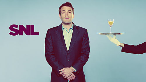 Ben Affleck 壁纸 containing a business suit, a suit, and a three piece suit called Ben Affleck Hosts SNL: 11/01/2008