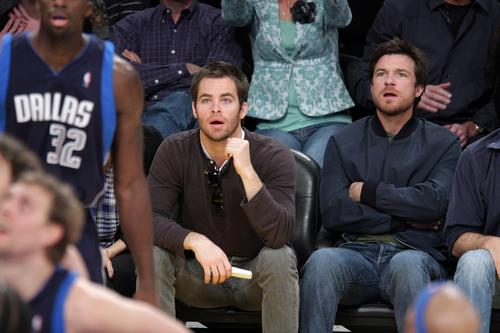 Jason Bateman 壁紙 possibly containing a business suit and a well dressed person called Jason Bateman w/ Chris Pine at Lakers Game
