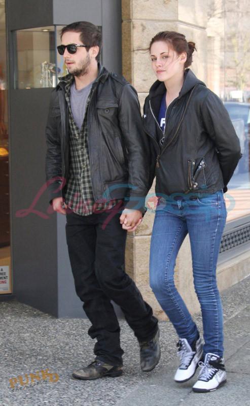 Kristen Stewart and Nikki Reed