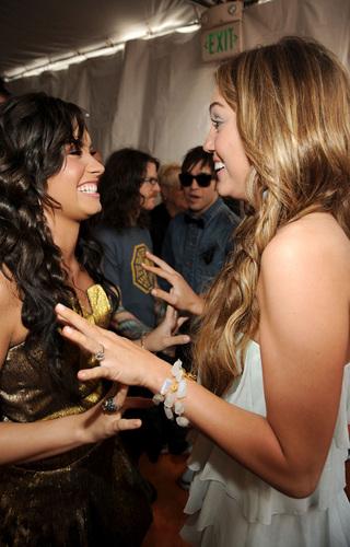 Miley @ 2009 Kids Choice Awards
