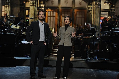 Paul Rudd 壁纸 containing a business suit entitled Paul Rudd Hosts SNL: 11/08/2008