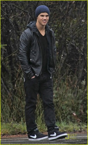 Taylor Lautner IS Jacob Black