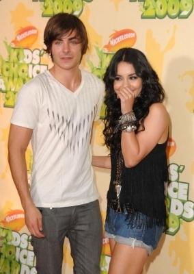Zac & Vanessa @ 2009 Kids Choice Awards