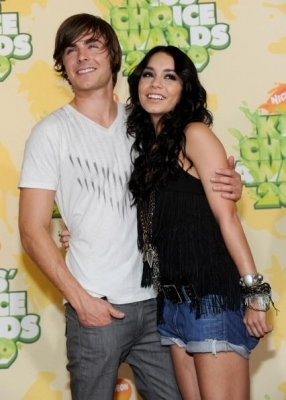 Zac & Vanessa @ 2009 Kids Choice Awards