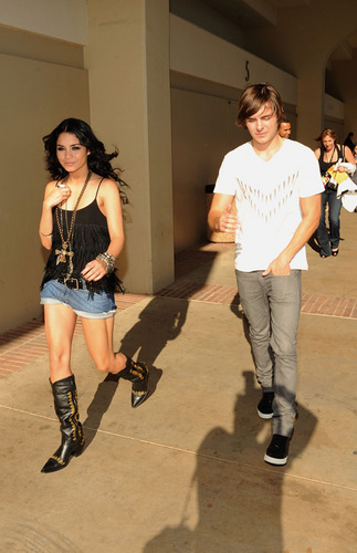 Zac and Vanessa at the 2009 Kids Choice Awards