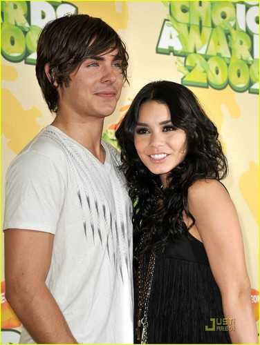 Zanessa @ 2009 Kids Choice Awards