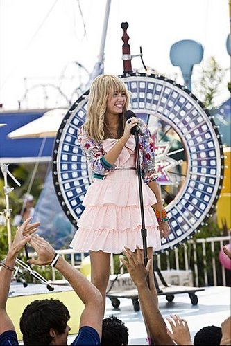 :) Hannah Montana The movie