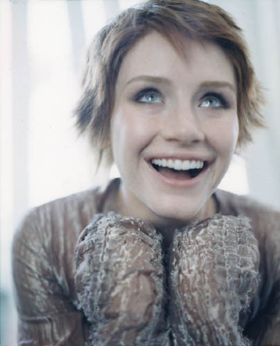 Bryce Dallas Howard پیپر وال possibly with an outerwear and a portrait entitled Bryce