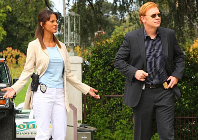 Capture d'écran : refaites les dialogues ! CSI-Miami-7x22-Dead-on-Arrival-csi-miami-5326877-640-454