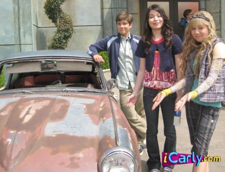 Carly,Sam,and Freddie,and an old junky car