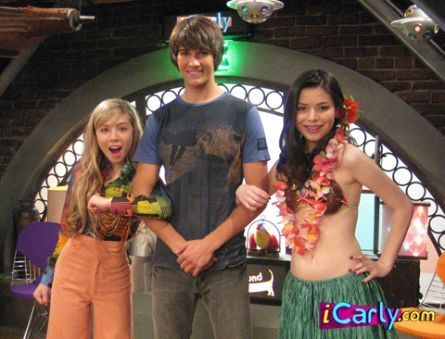 iCarly वॉलपेपर titled Carly Sam and Shane