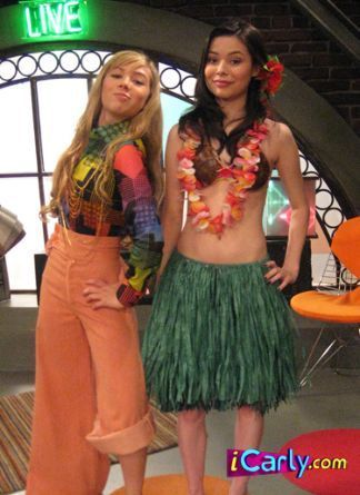 iCarly wolpeyper entitled Carly and Sam