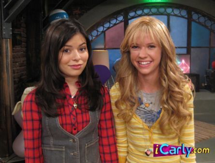 iCarly wallpaper probably containing a street and an outerwear entitled Carly with Sam's look Alike