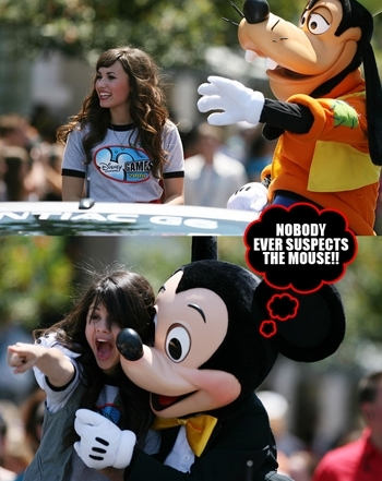 Demi wirth Goffy and Selena with Mickey