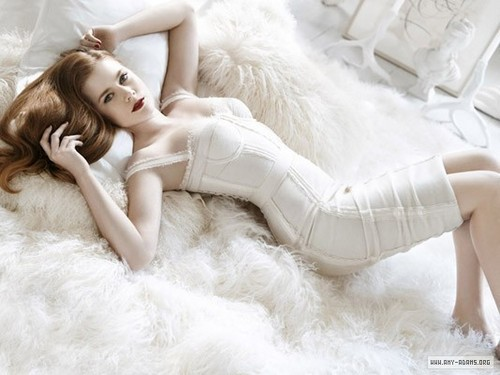 Amy Adams karatasi la kupamba ukuta containing a fur, manyoya kanzu, koti titled Italian Vogue Photoshoot