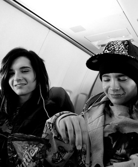 Tom & Bill Kaulitz 壁纸 possibly containing a street, a carriageway, and a sign titled KaulitzTwins♥