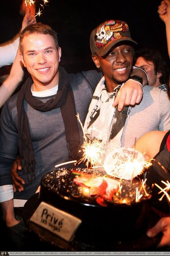 Kellan Lutz and Edi Gathegi